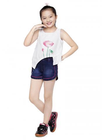 Quần shorts jean bé gái YF viền hồng thêu hoa màu xanh dương đậm